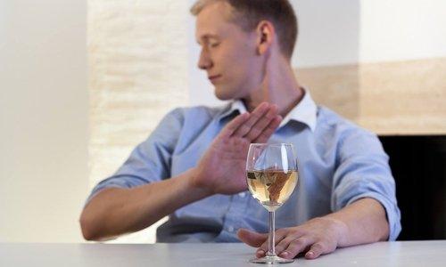 Во время лечения нельзя принимать спиртосодержащие напитки