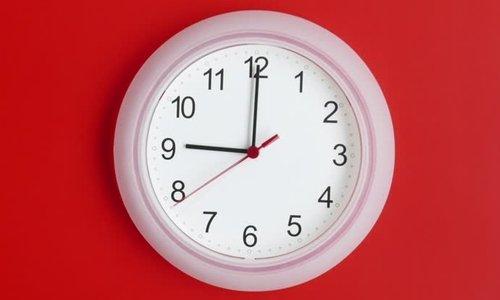 У здоровых людей разовая доза препарата выводится через 9 часов