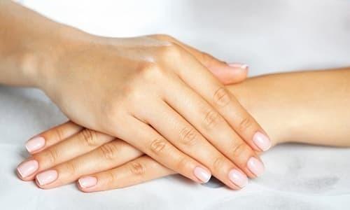 Женщина перед проведением анальной процедуры должна убедиться в том, что ее ногти подстрижены