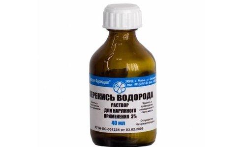 При гнойной ангине перед использованием средства рекомендуется предварительно смыть гной и слизь 3% перекисью водорода