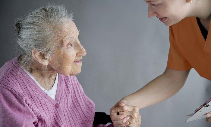 Если пожилые люди применяют Лактувит на протяжении длительного периода, то необходим постоянный контроль, следует измерять уровень электролитов в крови
