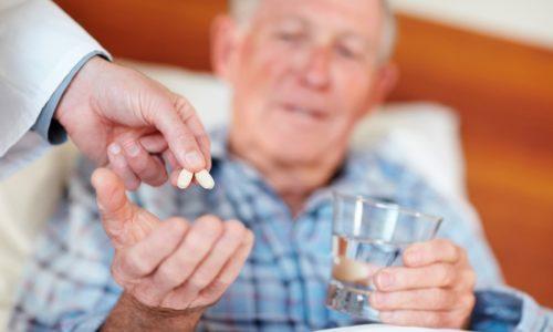 Людям пожилого возраста нужно соблюдать осторожность при использовании Мотинорма