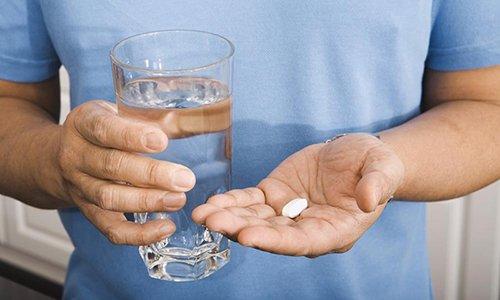 Курс лечения в остром периоде по 1 таблетке трижды в день на протяжении 1 месяца