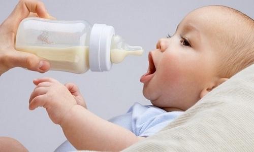 Если ребенок находится на искусственном вскармливании, то запор может свидетельствовать о том, что смесь ему не подходит