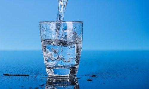 Лекарство необходимо принимать до приема пищи и запивать целым стаканом чистой воды