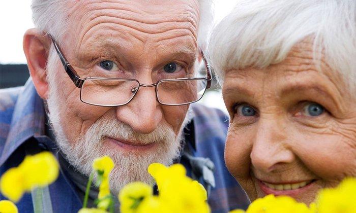 Нет информации о запрете слабительного для пожилых людей, если у пациентов нет противопоказаний к употреблению