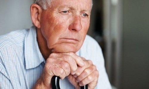 С осторожностью лекарство применяется у людей старше 60 лет