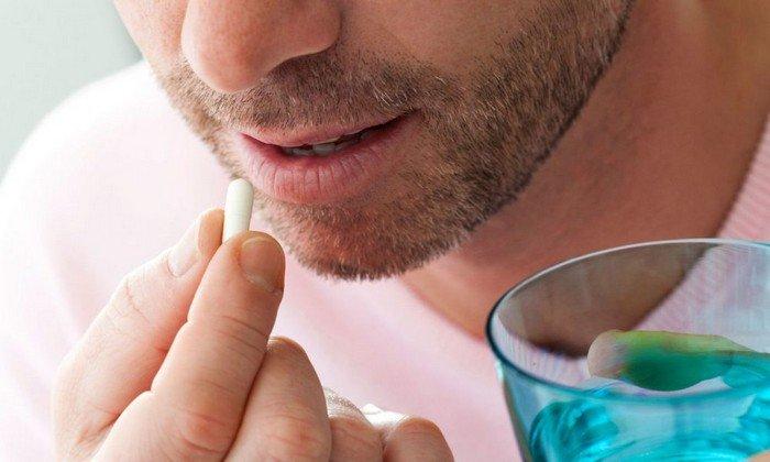 Жевать таблетки не следует, их нужно просто проглотить, запивая водой