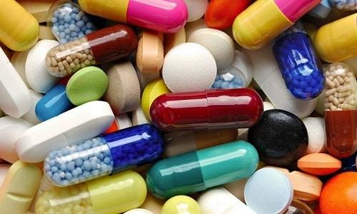 Антибиотики снижают воздействие лекарства на организм, поэтому сочетать эти препараты не рекомендуется
