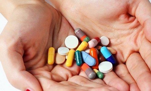 Одновременное использование глюкокортикостероидов и Салофалька неблагоприятно сказывается на состоянии слизистой оболочки желудка