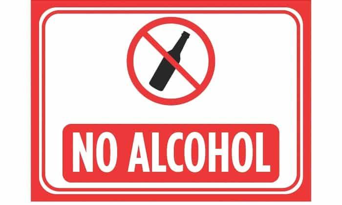 Прием спиртного во время лечения этим препаратом не допускается (повышается риск побочных реакций)