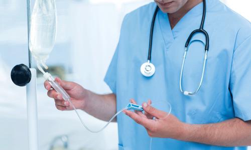 При ишемическом инсульте и ангиопатии препарат ставят в виде капельниц по 200-300 мл, добавляя Актовегин в раствор хлорида натрия или глюкозы