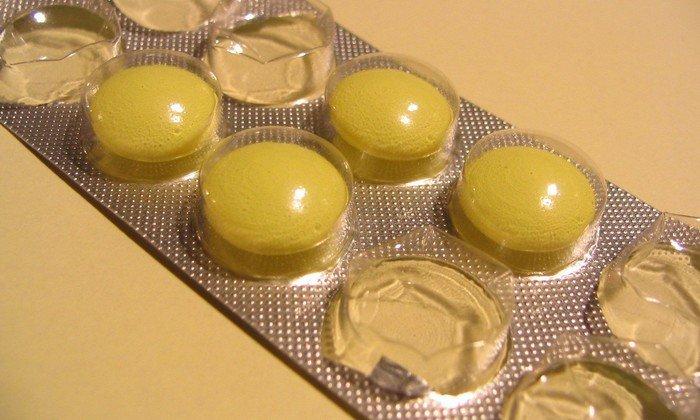В таблетках, покрытых кишечнорастворимой оболочкой, содержится панкреатин с ферментной активностью