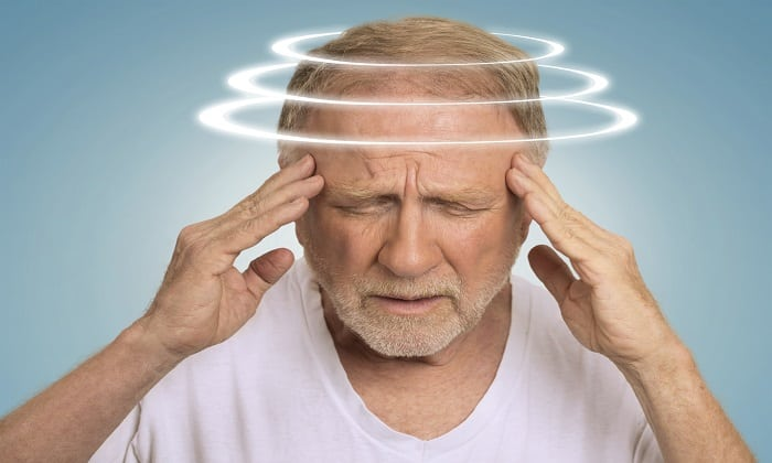 При использовании мази можно столкнуться с таким отрицательным проявлением, как головокружение