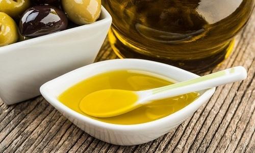 Лекари рекомендуют ежедневно утром натощак выпивать по 15 мл оливкового масла