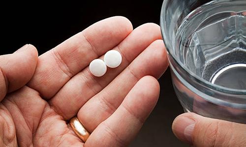 Такие препараты как Детралекс или Флебавен нужно принимать по 2 таблетки в сутки