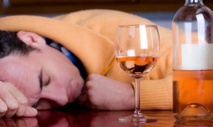 При алкогольной интоксикации рекомендован Натрия Хлорид 0,9%