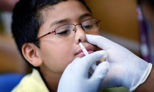 Для снятия отека при аллергическом рините у детей суспензию капают в нос