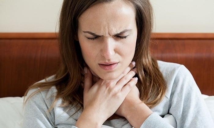 При нанесении препарата на обширные участки кожи возникают проблемы с дыханием