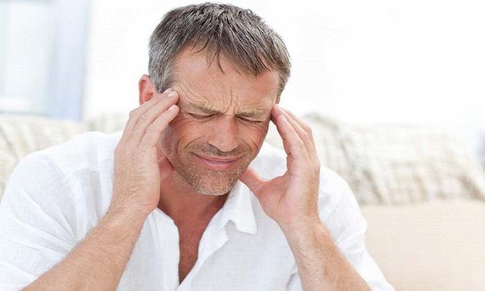 Побочное действие Ретинола может проявиться головными болями