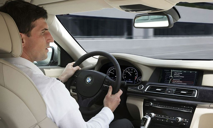 При вождении автомобиля либо выполнении работы, требующей точности, необходимо соблюдать осторожность