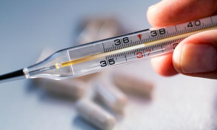 В редких случаях инъекции провоцируют повышение температуры тела