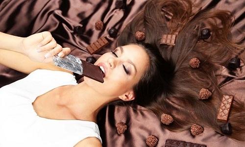 При дискинезии кишечника с запорами необходимо избегать употребления шоколада
