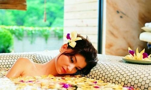 Теплые ванны помогут расслабиться и снять нервное напряжение, а также благотворно повлияют на перистальтику кишечника