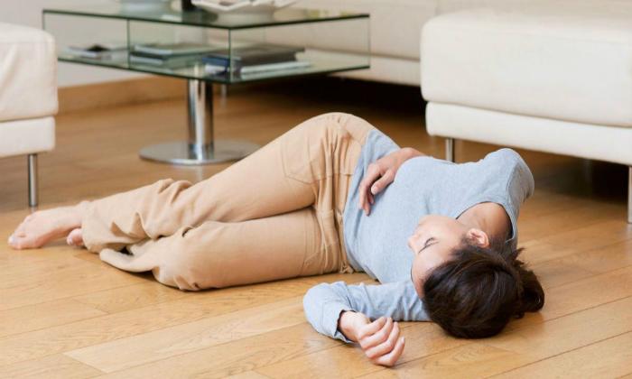При осложнениях возникает яркая болезненная симптоматика, сопровождающаяся потерей сознания